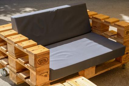 Palettenmöbel selber bauen (fotolia © alho007)