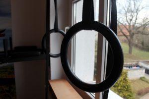 Sport zu Hause mit Ringen aus Kunststoff