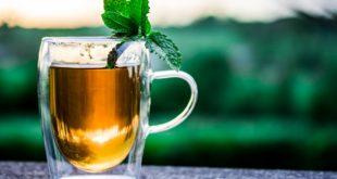 So macht man mit einem Samowar Russischen Tee!