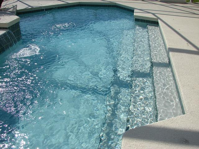 Seinen Pool aus dem Winterschlaf holen - 5 Tipps
